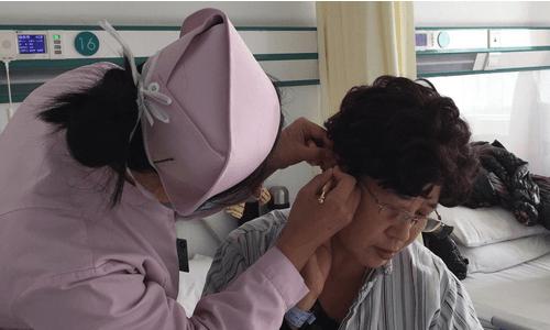 """徐州医学院附属医院肛肠科开展""""绿色疗法""""耳穴埋豆项目"""