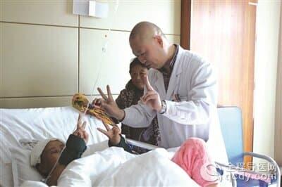 颅内长直径约7cm肿瘤 神经外科黎军经十小时手术成功清除