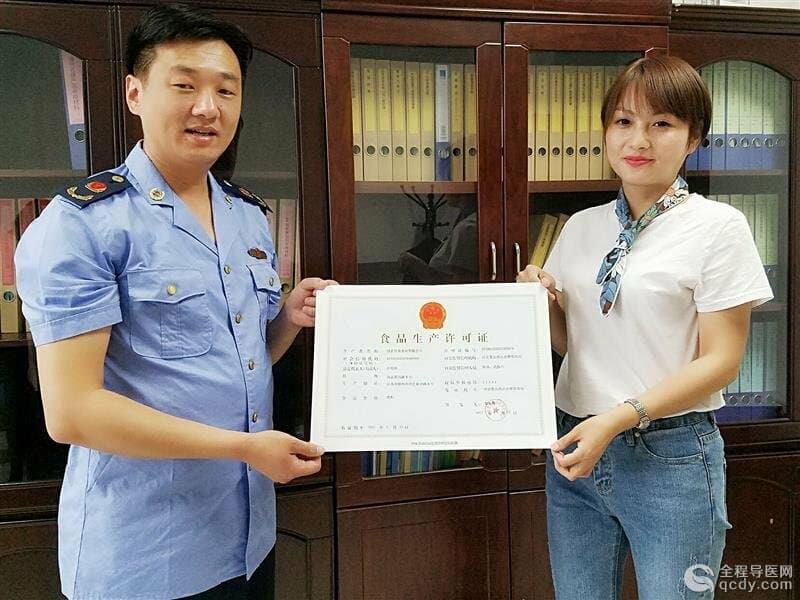 沛县食药监局颁发首张《食品生产许可证》